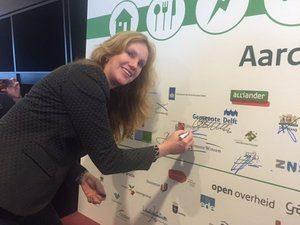 Harriët Tiemens ondertekent de Green Deal